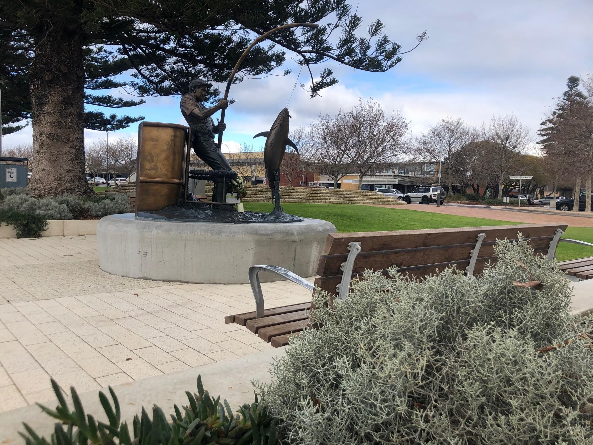 Pt Lincoln Tuna Poler Statue
